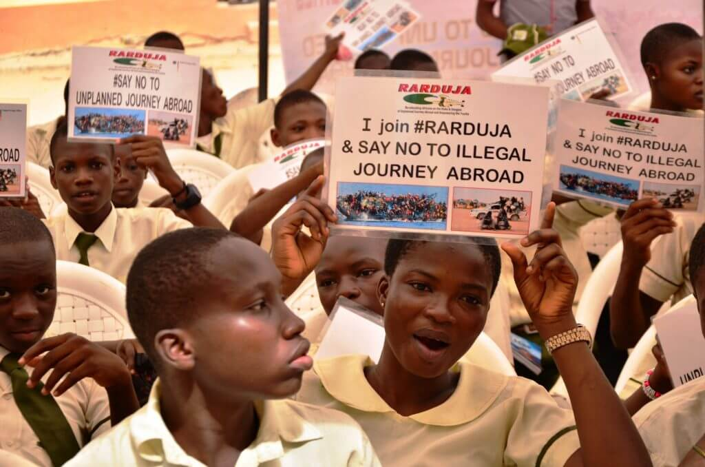 Pupils holding up signs which say that they join rarduja